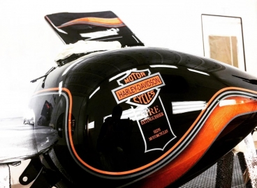 Peinture Réservoir Harley Davidson - Orange et Noir Logo Fire -  FRENCH KHUSTOM by Art Mattwell's