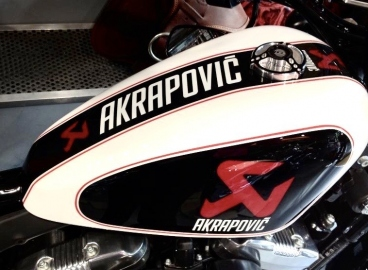 Peinture moto Akrapovic electro luminescent- FRENCH KHUSTOM by Art Mattwell's